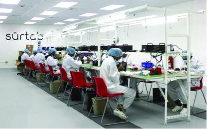 (写真)Surtabの工場で働いている女性たち2