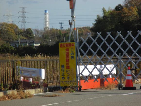 福島第一原発排気筒が見える(大熊町)