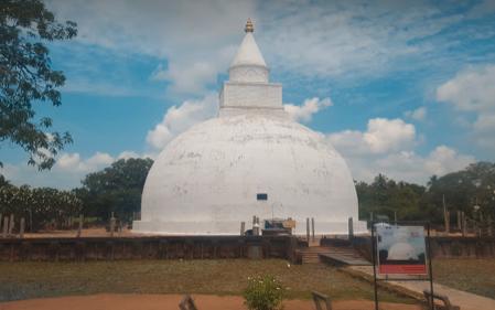 「ティッサマハー・ラーマヤ」と同じ名前の寺院