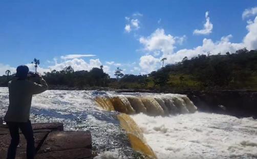 ユルアニの滝