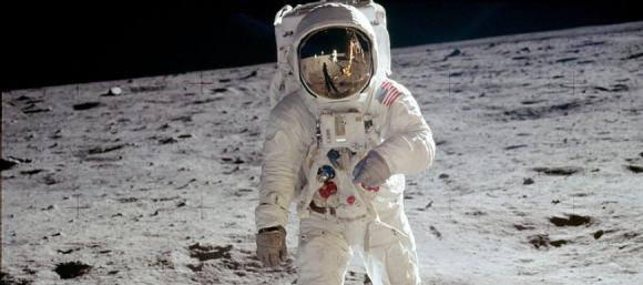 人類史上初の月面歩行