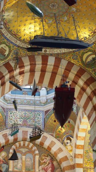 ノートルダム・ドゥ・ラ・ガルド寺院の中