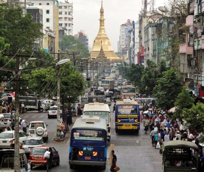 【写真2】ヤンゴン市の交通状況