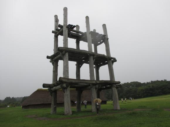 大型掘立柱建物と大型堅穴住居