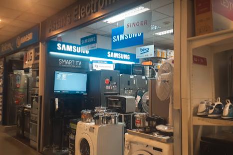 免税店には家電専門の販売店も多い(バンダラナイケ国際空港)