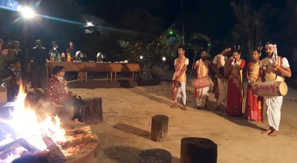地元の文化や舞踊が紹介