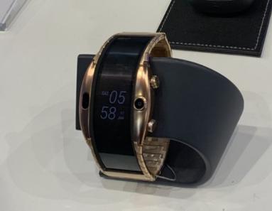 腕時計型スマートフォン「Nubia α」