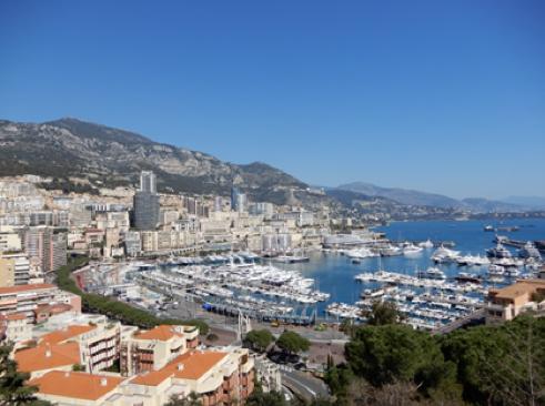 モナコ湾を望む高台からの風景