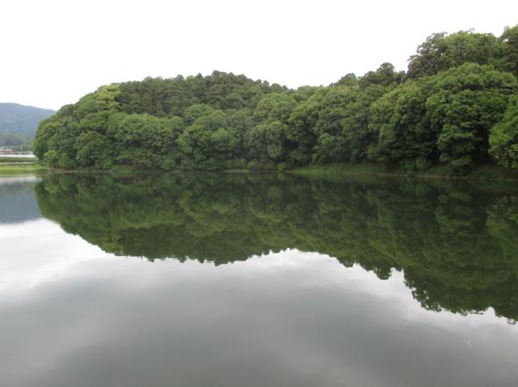 箸墓古墳-前方後円墳ですが大きな森にしか見えません。