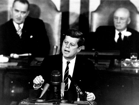 アポロ計画を発表するケネディ大統領