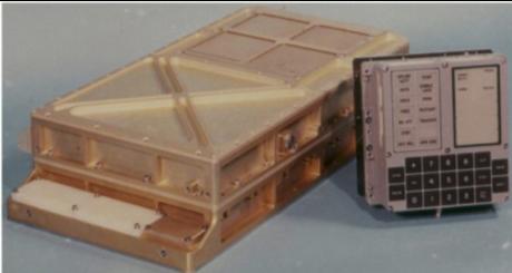 アポロ誘導コンピュータ(左)とユーザーインターフェイス・ユニット(右)