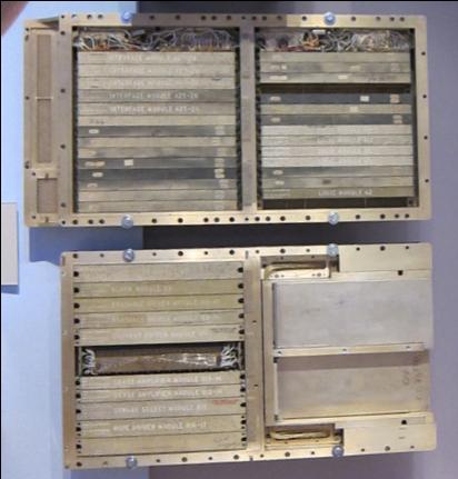 コンピュータ歴史博物館に展示されている誘導コンピュータ内部