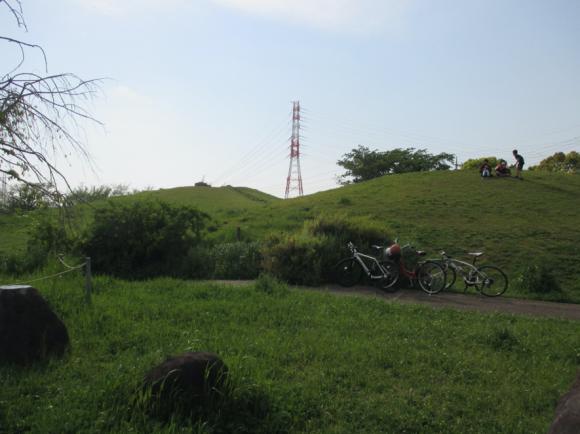 真土大塚山公園にある復元古墳(子供達の遊び場)