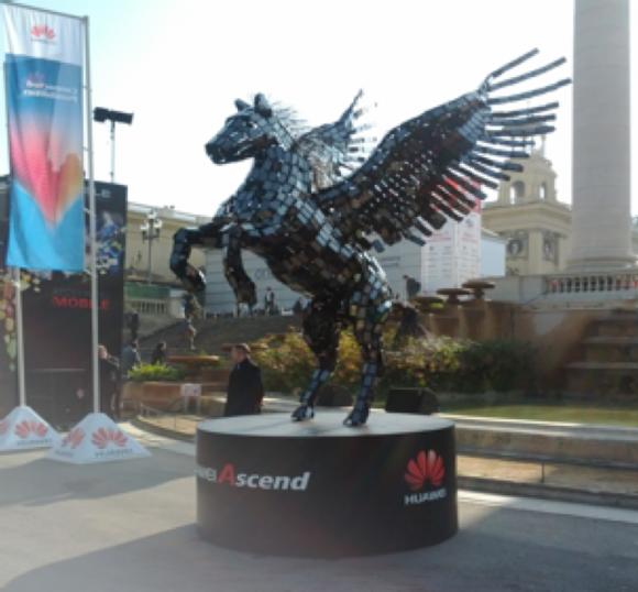 Huaweiが屋外展示したペガサスのオブジェ