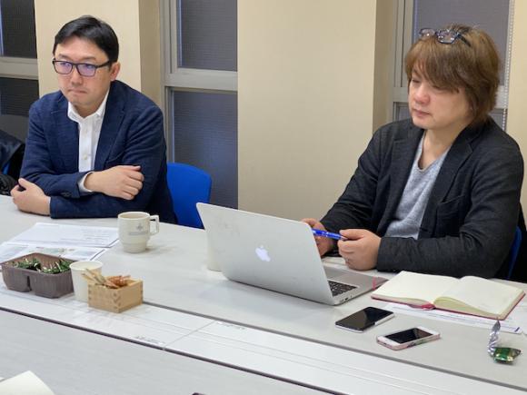 株式会社企 代表取締役 クロサカタツヤ 氏(左)と、 日経クロステック副編集長 堀越 功 氏(右)
