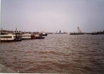 【写真7】35年前の上海・外灘(バンド)から浦東方向を臨む
