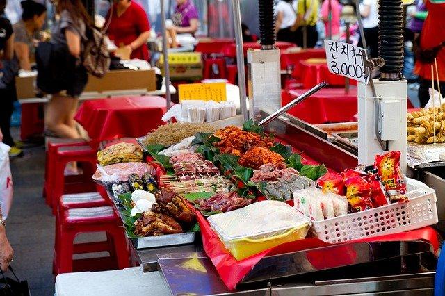 世界の街角から:新宿区 新大久保 ~今どきの女子中高生を惹きつける「ごった煮アジアンタウン」