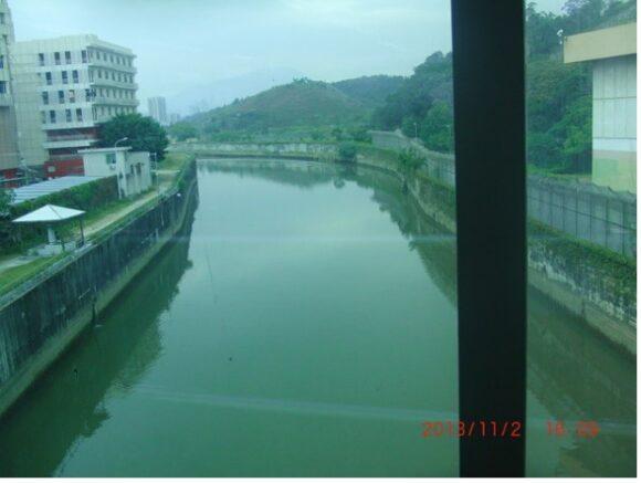 【写真15】香港~深圳の境界線の川