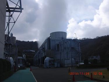 【写真15】地熱発電所内