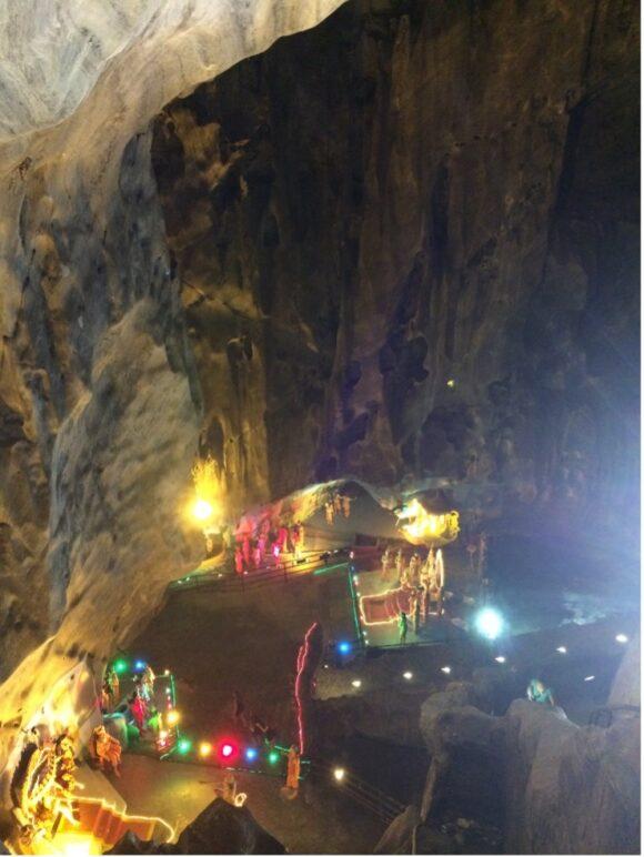 【写真7】見下ろしたRamayana Cave