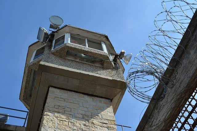 米国刑事施設における不正持ち込みワイヤレス機器対策